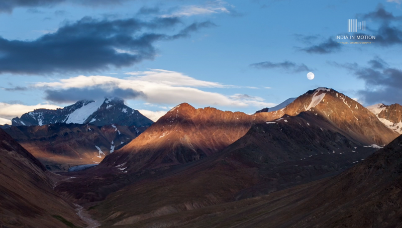 Himalayas by time-lapse photographer Saravana