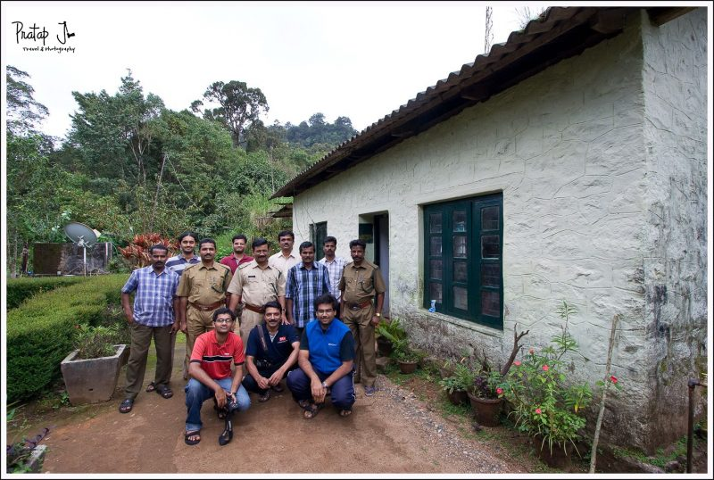 Group photo with forest guards at SVNP