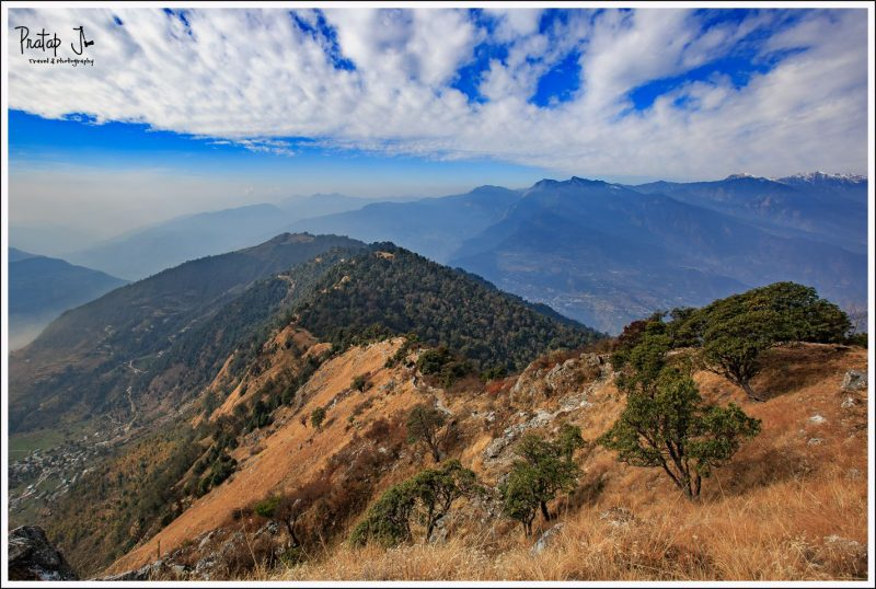 Splendid views on the trek path from Deoriatal